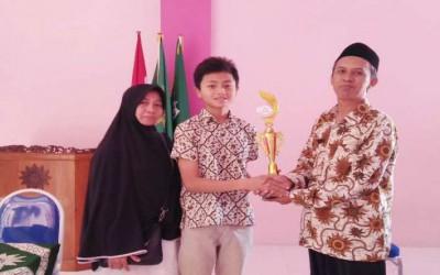 Istiqomah Puasa Senin-Kamis Dapat Penghargaan di SMP M10Si